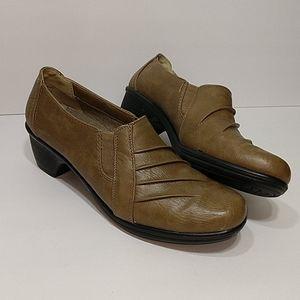 Easy Street Women's Tan Shoes sz 10